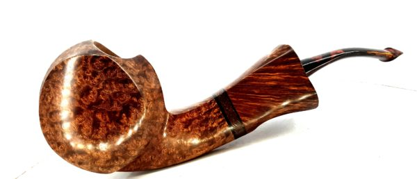 Ivarsson is made from a stunning piece of Plateaux Bruyere used for both bowl and neck, with protea spacer and Black Ivory shims. Gecko stem bit. Two smoke holes.